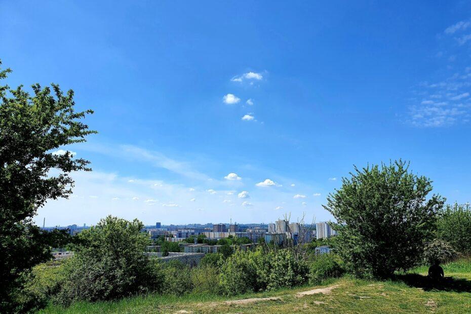Blick vom Großen Ahrensfelder Berg über Berlin