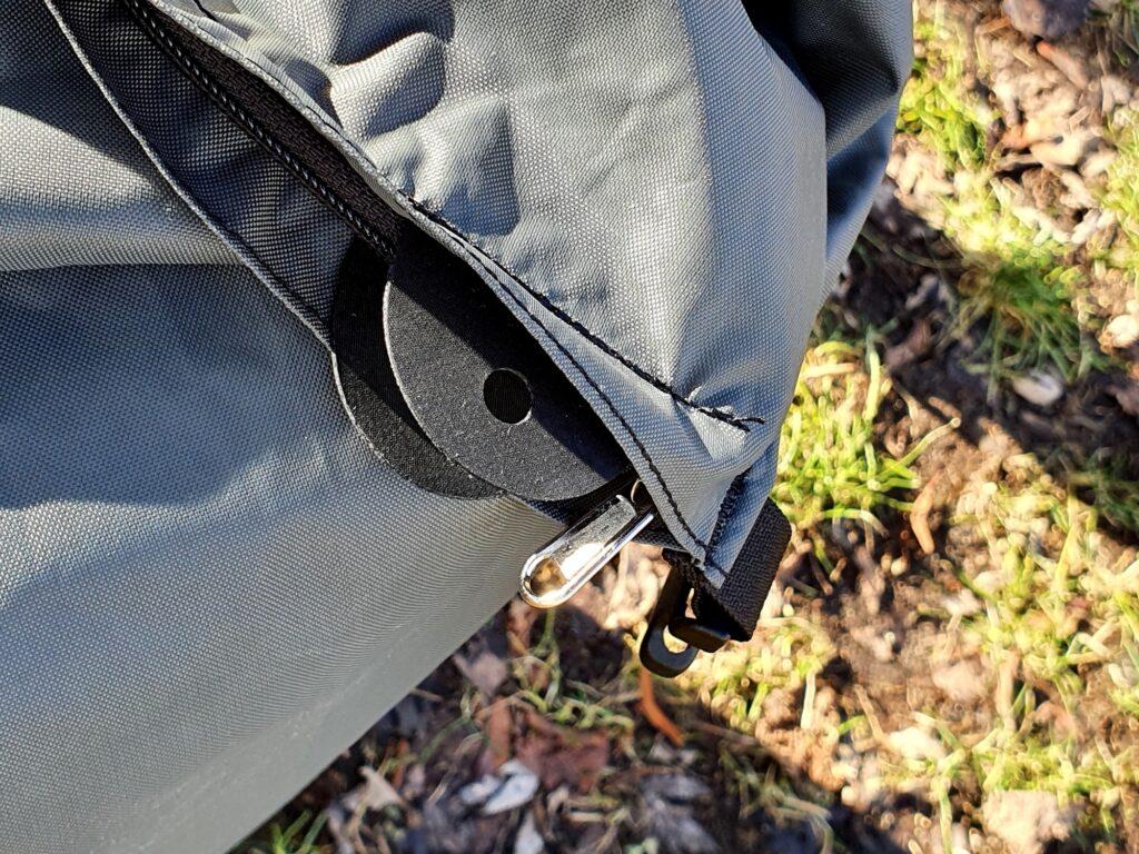 Lasche für ein Hängeschloss am Bach Cargo Bag Lite 60