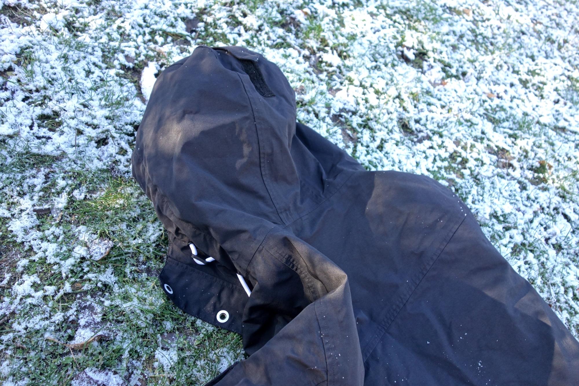 Kapuze mit Klettverschluss der Dope Adept Snowboardjacke