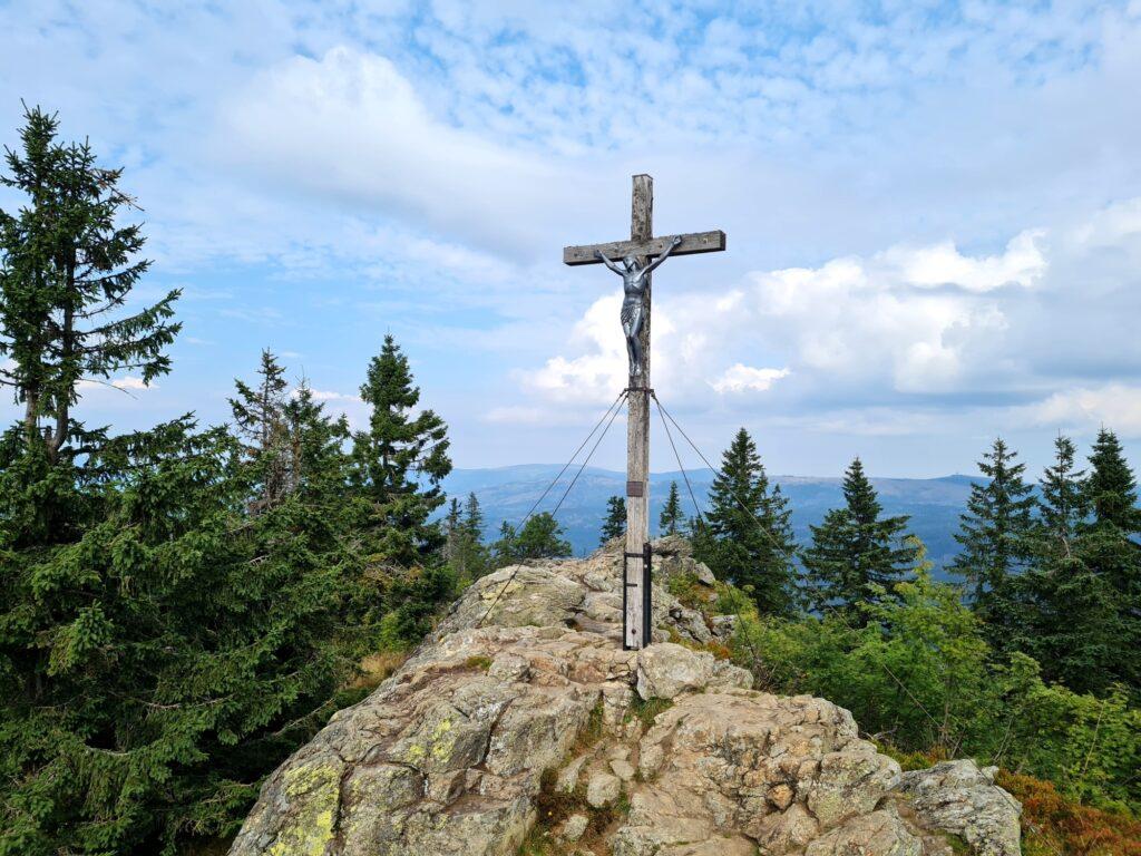 Gipfelrundtour Bayerischer Wald: Gipfelkreuz Großer Rachel