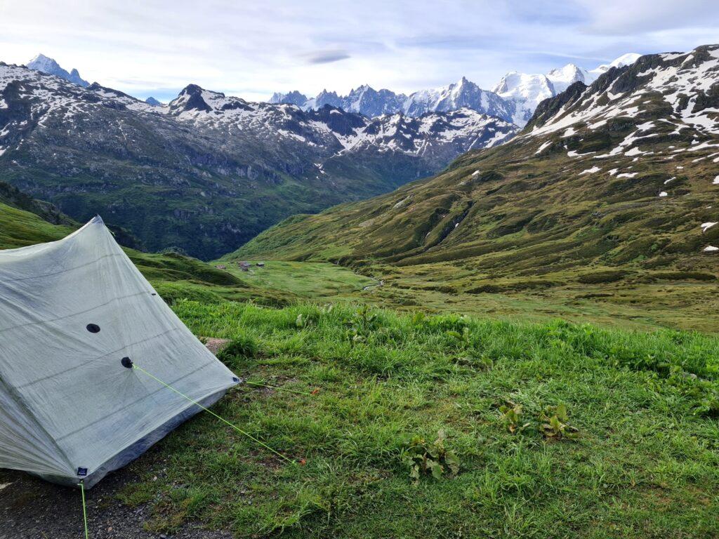 Grande Traversée des Alpes Teil 2: Zeltplatz mit Blick auf das Mont-Blanc-Massiv