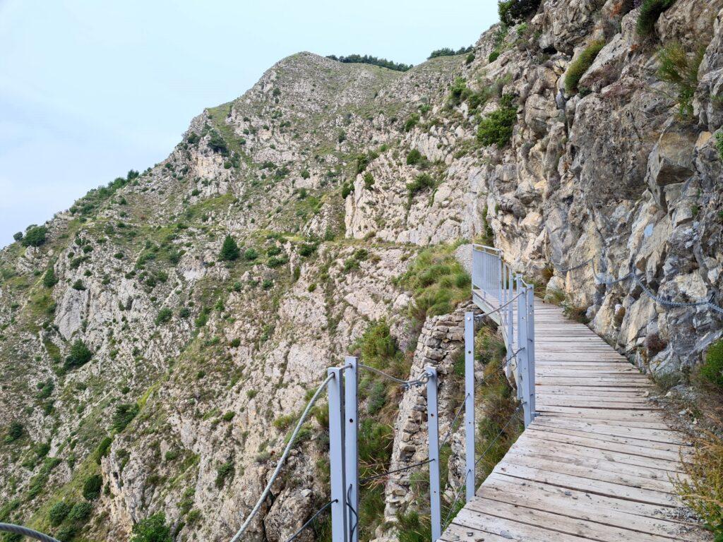 Grande Traversée des Alpes Teil 9: Felswand über Utelle