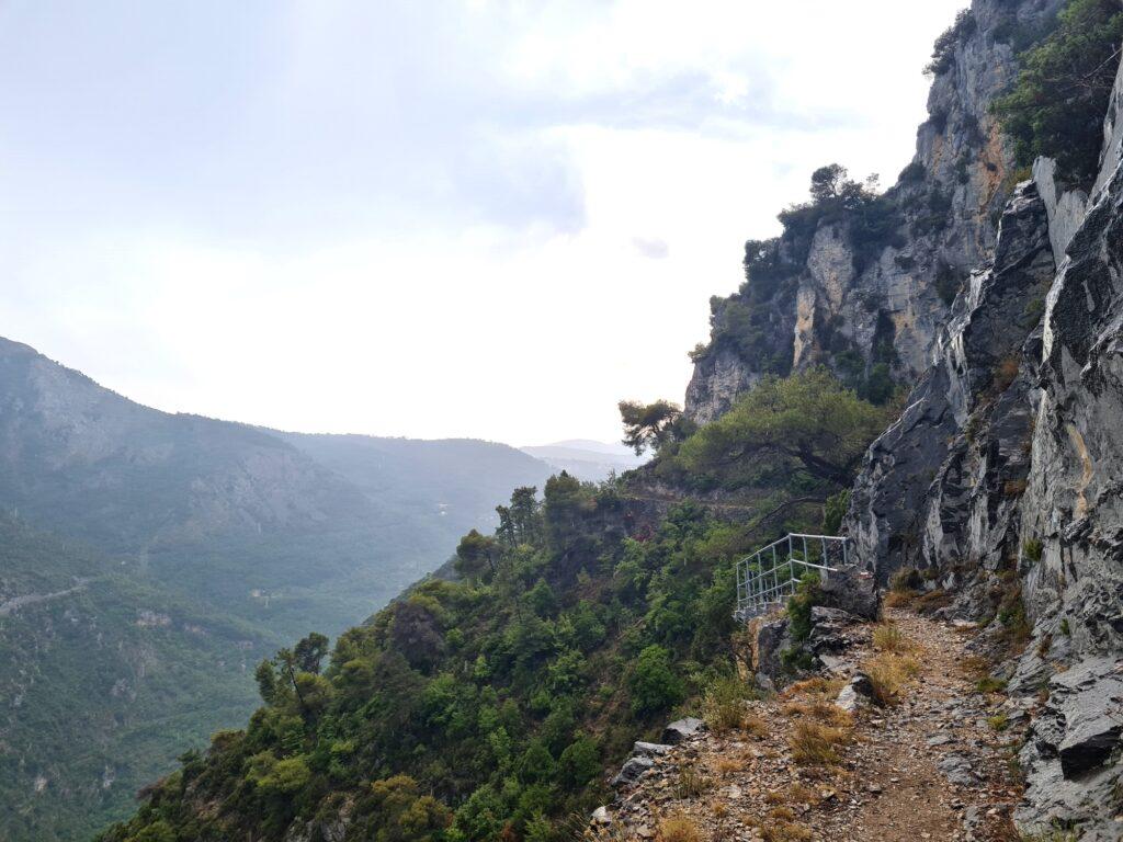 Grande Traversée des Alpes Teil 9: Steinmauer an der der Crête de la Pallu