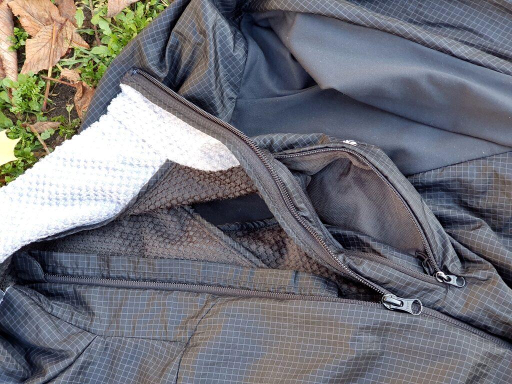 Fütterung und Brusttasche der Haglöfs Summit Hybrid Jacket