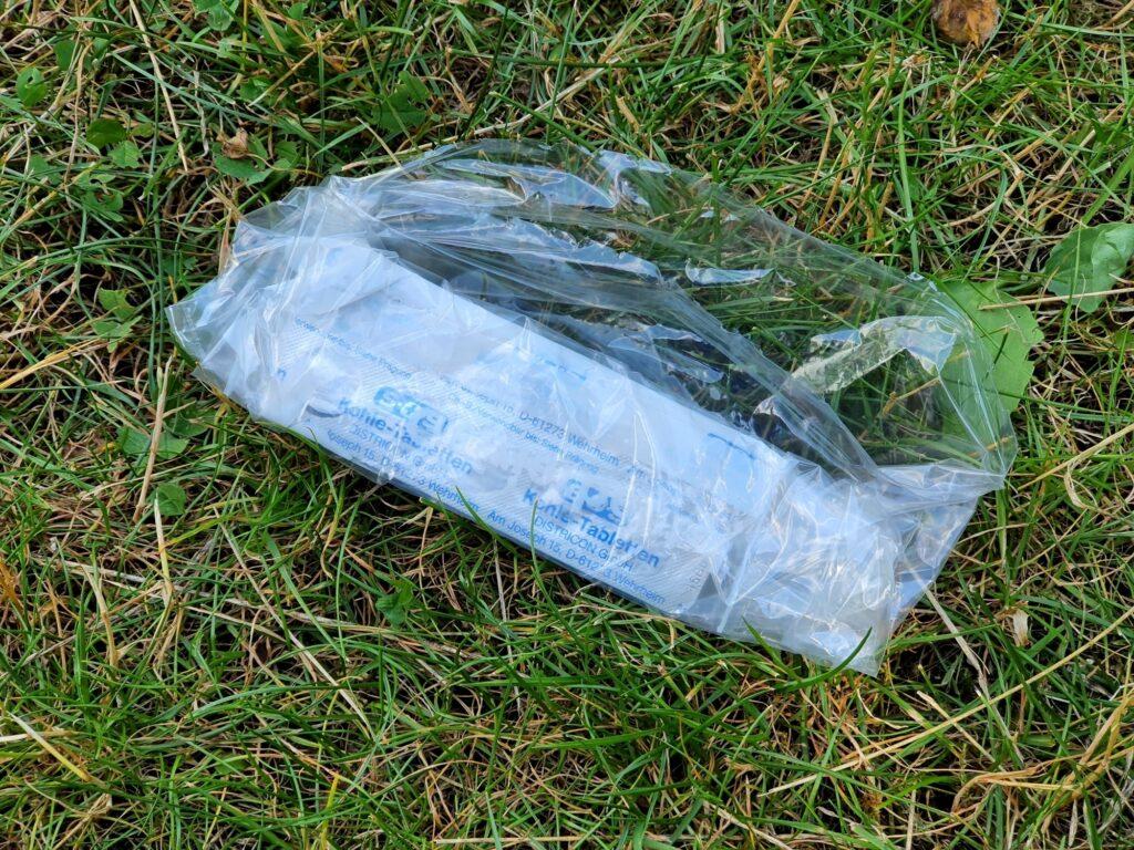 Kohletabletten in der Plastiktüte