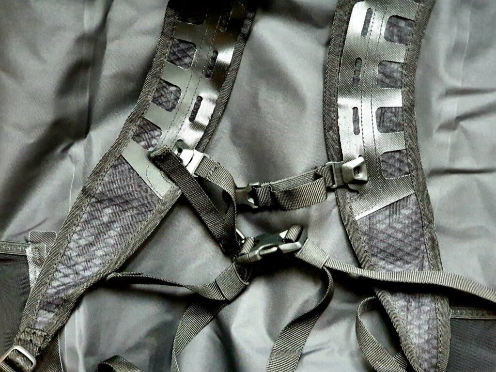 Träger, Brustgurt und Hüftgurt des Ortlieb Light-Pack Two