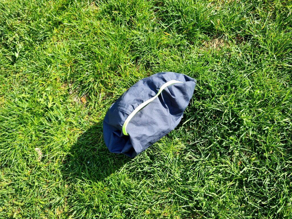 Die Salewa Puez Light PTX Jacke lässt sich gut in der Kapuze verstauen