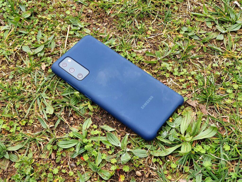 Rückseite Samsung Galaxy S20 FE mit Samsung-Silikon-Cover