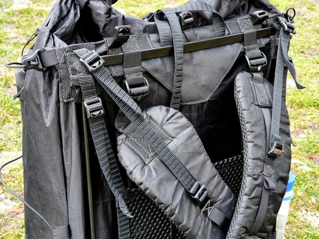 Flexibler Metallrahmen am Rücken des Zpacks Arc Zip 57L
